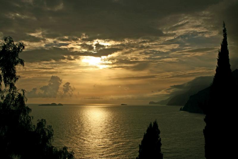 tramonto-da-praiano-guardando-i-galli